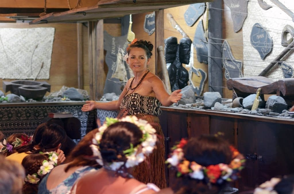 Basic Cook Islands Language: 10 Phrases To Learn